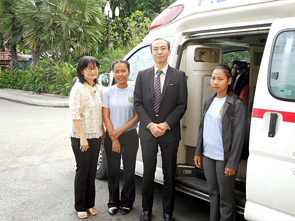 2014-12-24 Ambulance donation ceremony at Phnom Penh City hall 6